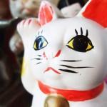 招き猫の魅惑の世界★パート1★招き猫とは?発祥は?挙げている手の意味は?
