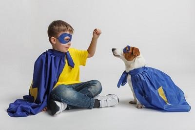 ハロウィンの仮装をした犬と子供 Halloween costumed dog and child