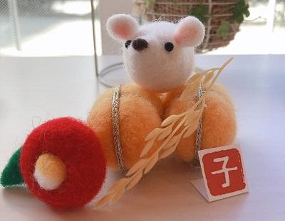 羊毛フェルトのネズミ
