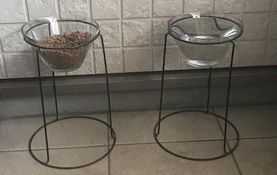 食事・飲水用食器置き