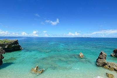 美しい沖縄の海と空