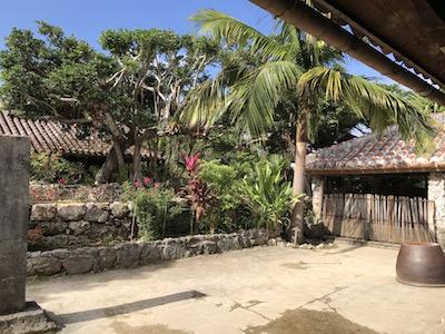 琉球村の園内