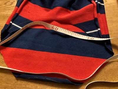 身頃の裾周りの長さを計測する