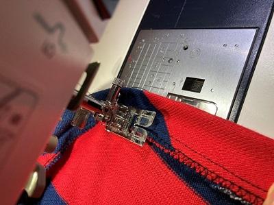 端ミシン後、本体に密着させるように縫い付ける